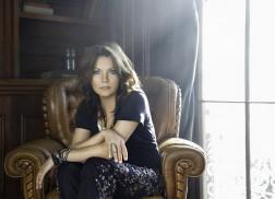 Martina McBride Shares Details About Upcoming Holiday Album