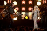 Blake Shelton and Gwen Stefani Perform 'Go Ahead and Break My Heart' on BBMAs