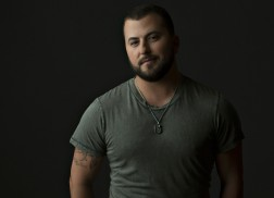 Tyler Farr to Perform Free First Show Post-Surgery at Tootsie's