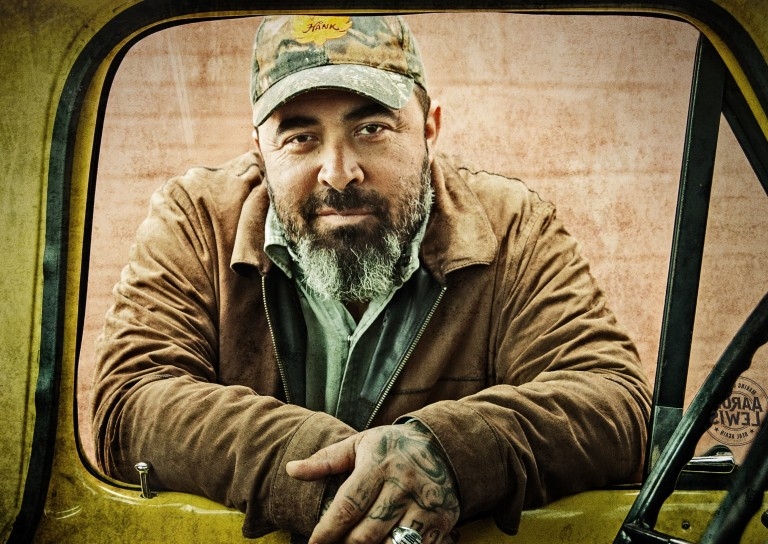 Aaron Lewis Shares a 'Whole Lot of Truth' on 'Sinner'