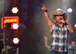 """Jason Aldean Lets the """"Lights Come On"""" for Outdoor Performance on CMT Awards"""