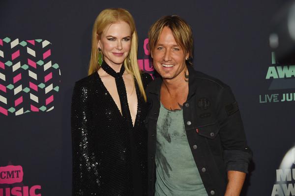 PHOTOS: 2016 CMT Music Awards – Pink Carpet Arrivals