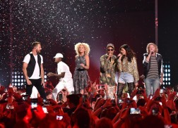 Little Big Town Grooves with Pharrell During 2016 CMT Awards Performance