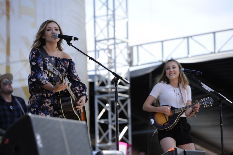 Maddie & Tae Sign On to Universal Music Group Nashville