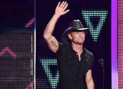 Tim McGraw's 'Humble and Kind' Named Video of the Year at 2016 CMT Music Awards