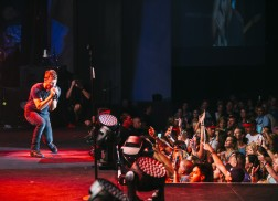 Dierks Bentley Adds Second Leg To 2016 Somewhere On A Beach Tour