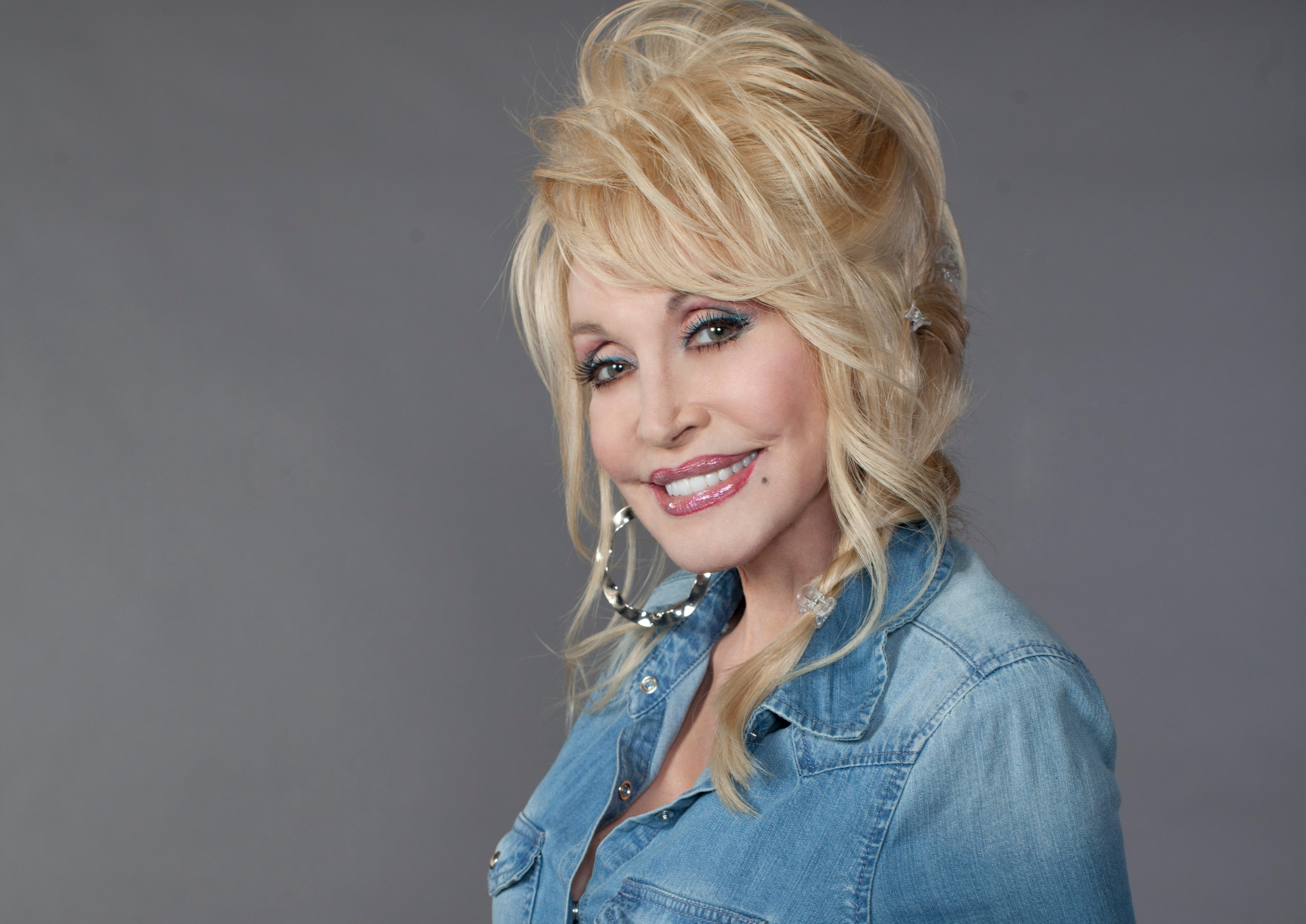 University of Tennessee to Offer Class on Dolly Parton's Life