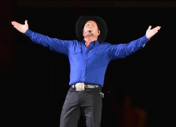 Garth Brooks Reschedules Orlando Concert Due to Hurricane Matthew