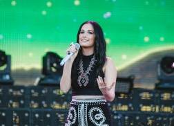Kacey Musgraves and Others Contribute Voices to 'Hands' for Orlando Tragedy