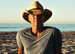 Kenny Chesney Sends a 'Hallelujah' to Church for the Gift of Music