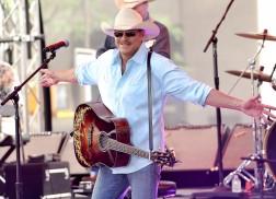 Alan Jackson to Open Honky Tonk on Nashville's Lower Broadway