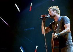 Dierks Bentley to Perform NFL Kickoff Show in Denver