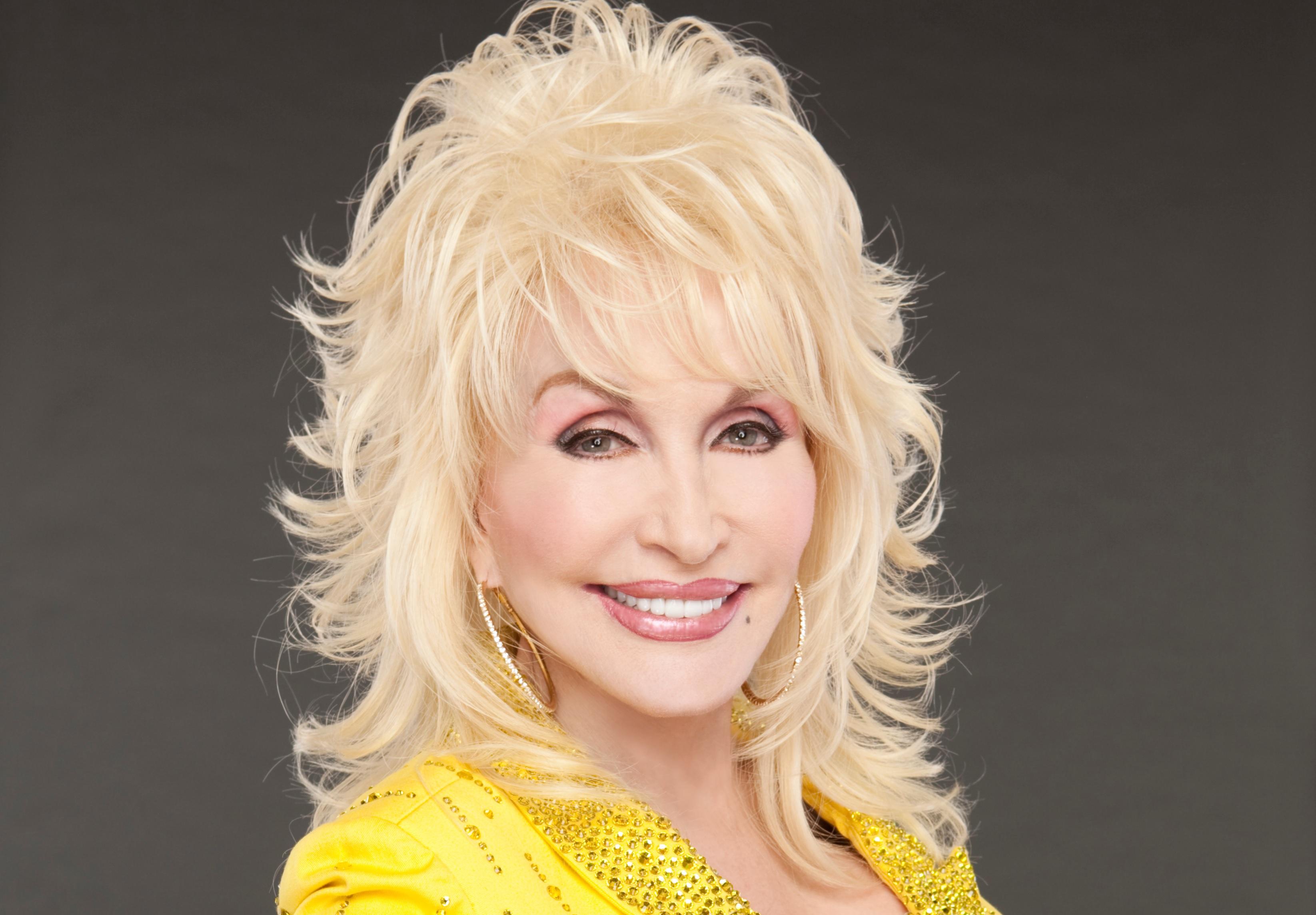 Dolly Parton Recruits Hank Williams, Jr., Ronnie Dunn & More for Smoky ...