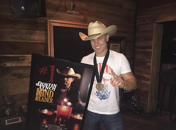 Dustin Lynch Celebrates Success of 'Mind Reader' in Nashville