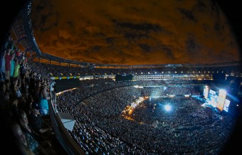 Kenny Chesney Spreads the Love at MetLife Stadium
