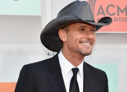 Tim McGraw Surprises Fan at Wedding for Daddy-Daughter Dance