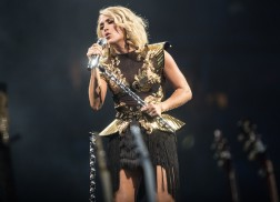 Carrie Underwood Rakes in 25th No. 1 Single with 'Dirty Laundry'