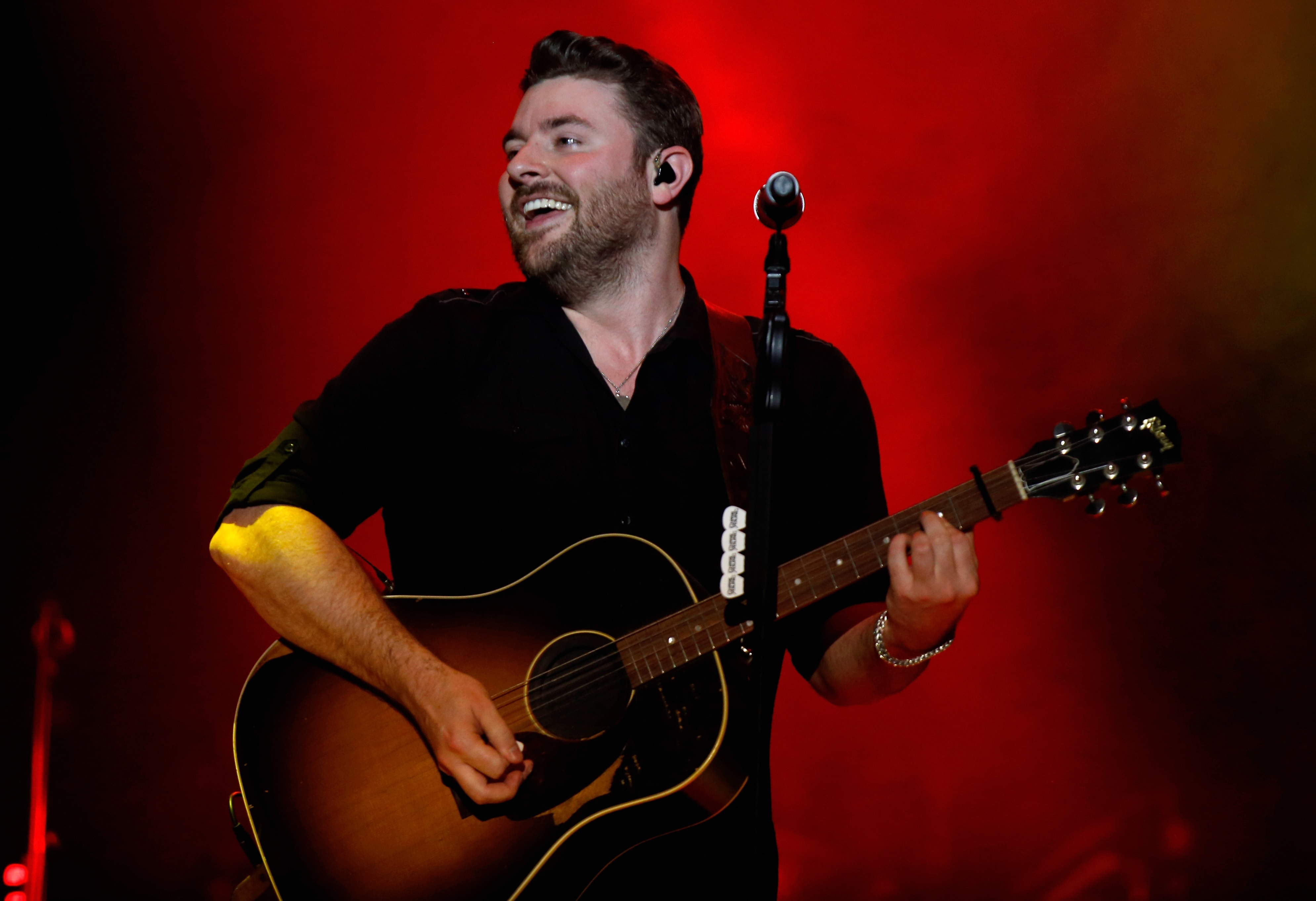 chris young reveals his favorite christmas albums