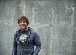Billy Currington Fights with Insomnia-Inducing Heartbreak in 'Wake Me Up'