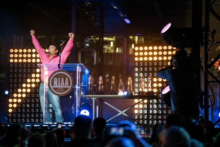 Garth Brooks Celebrates Unrivaled Seven Diamond Albums with Free Nashville Show