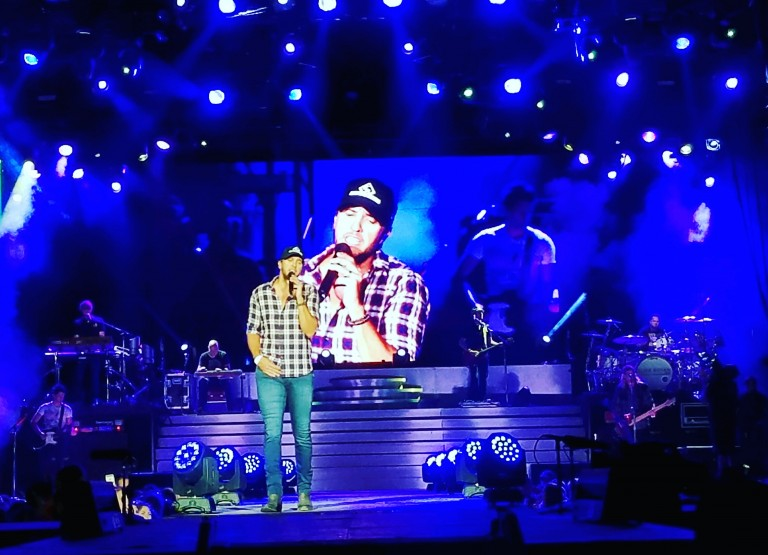 Luke Bryan Delivers Epic Farm Tour Kickoff Show, Despite Injury