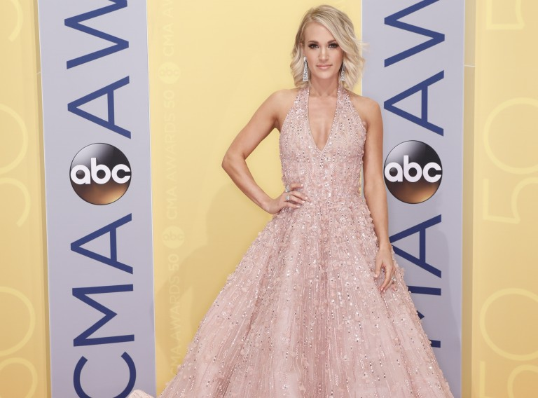 PHOTOS: 50th Annual CMA Awards – Red Carpet Arrivals