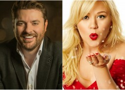 Chris Young, Kelly Clarkson Join CMA Country Christmas