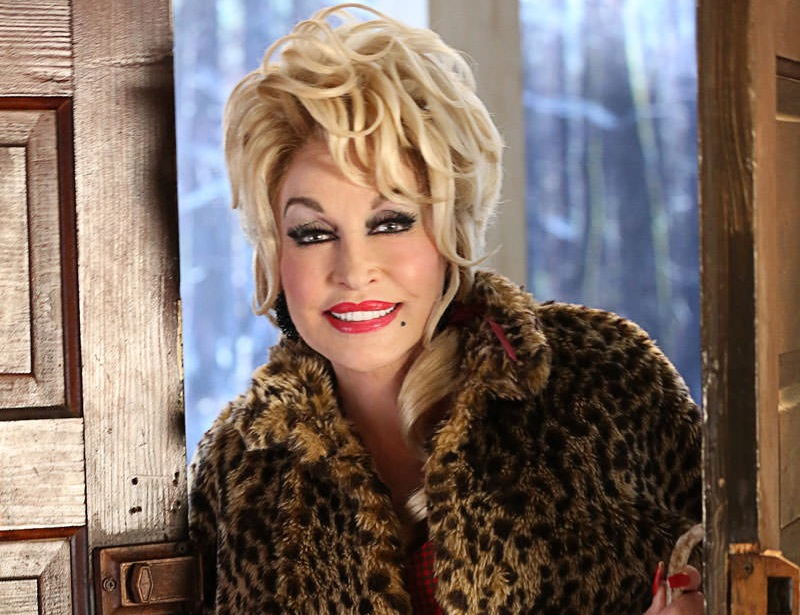 Dolly Partons Christmas Of Many Colors Circle Of Love.See The First Previews Of Dolly Parton S Christmas Of Many