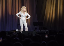 Dolly Parton Brings Stories, Down-Home Charm to Pure & Simple Tour