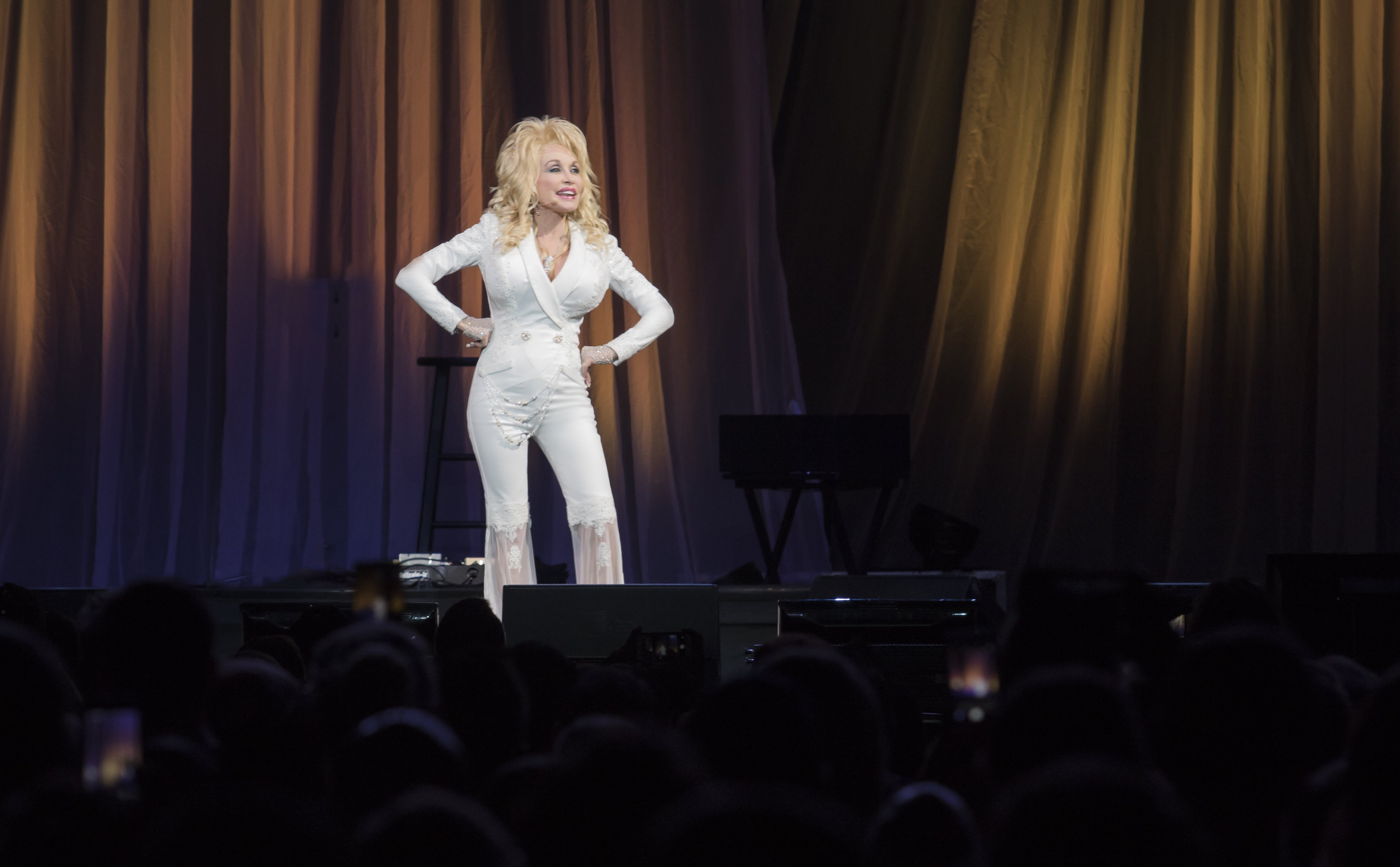 Dolly parton brings stories down home charm to pure for What is dolly parton s husband s name
