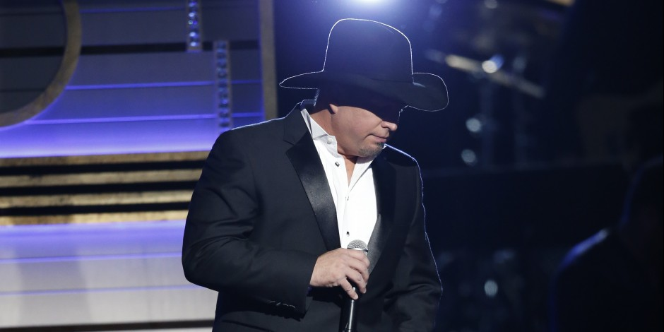 Garth Brooks Claims Entertainer of the Year Trophy at 50th Annual CMA Awards