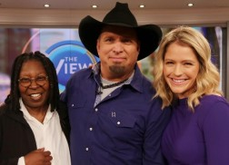 Garth Brooks Gushes Over Trisha Yearwood, Family on 'The View'