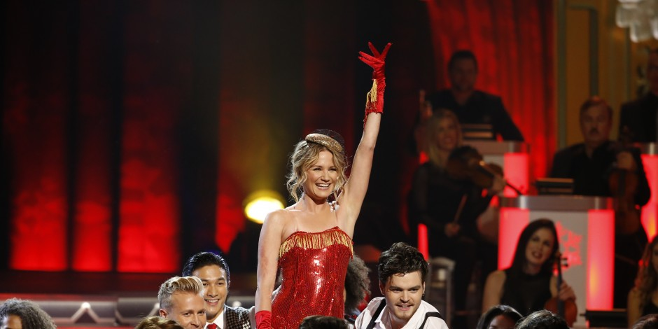 Jennifer Nettles Looking Forward to Talent, Opening Number on CMA Country Christmas