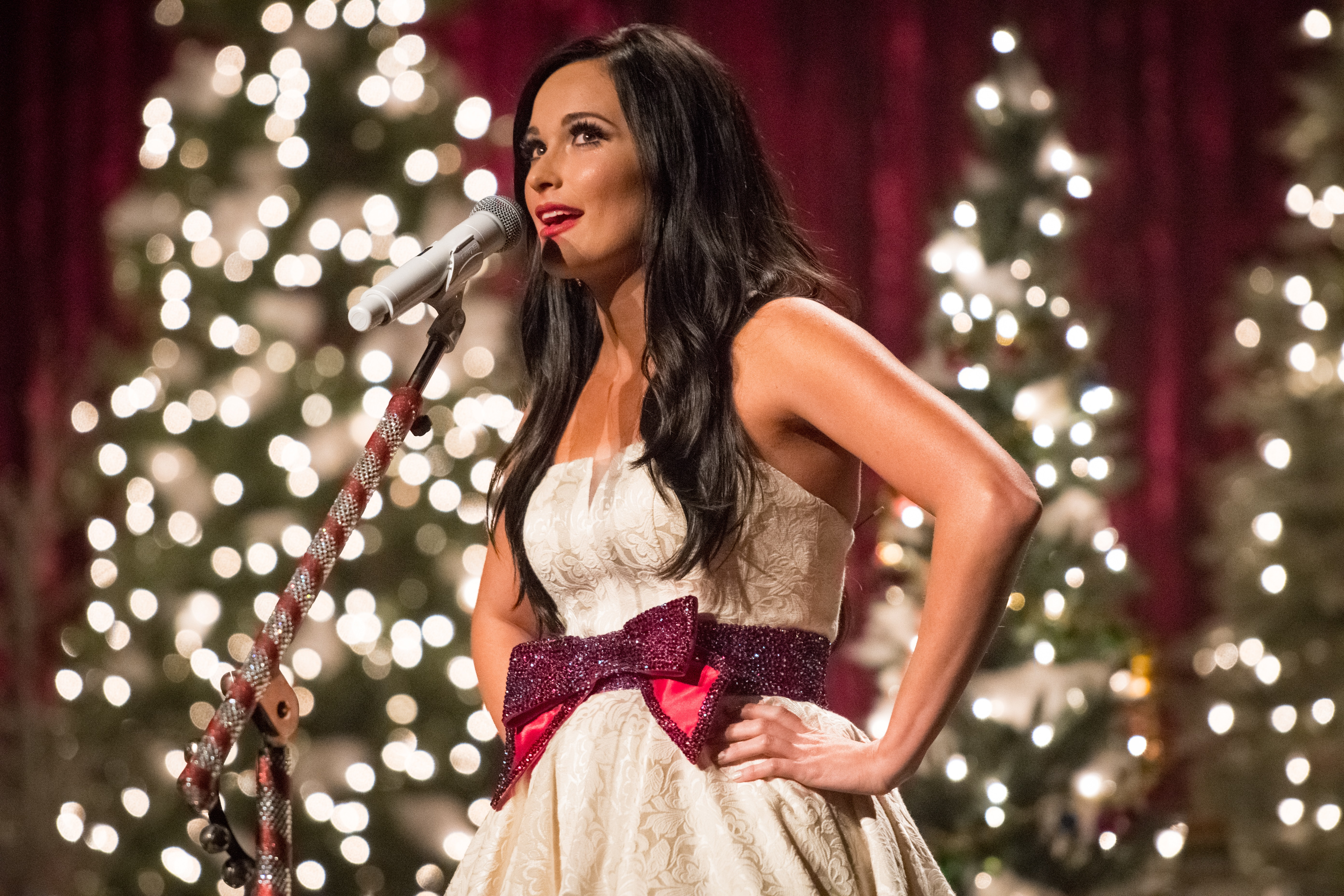 Kacey Musgraves Hosts Christmas Party in Nashville's Ryman ...