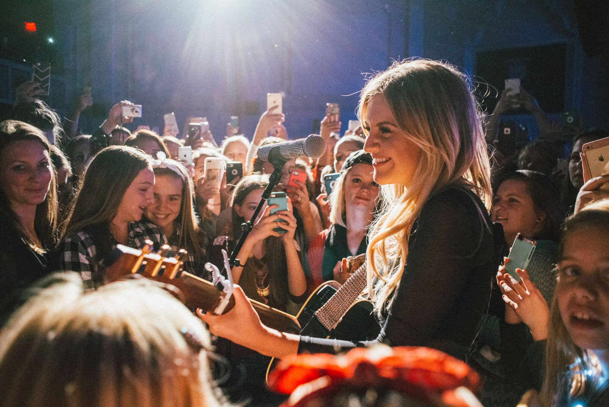 Kelsea Ballerini Sparkles on Headlining Tour Debut