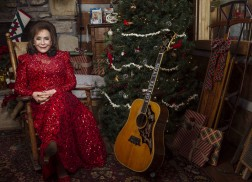 Loretta Lynn to Join Star-Studded Lineup for 'CMA Country Christmas'