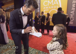 Macey from 'Ellen' Takes on the 50th Annual CMA Awards Red Carpet