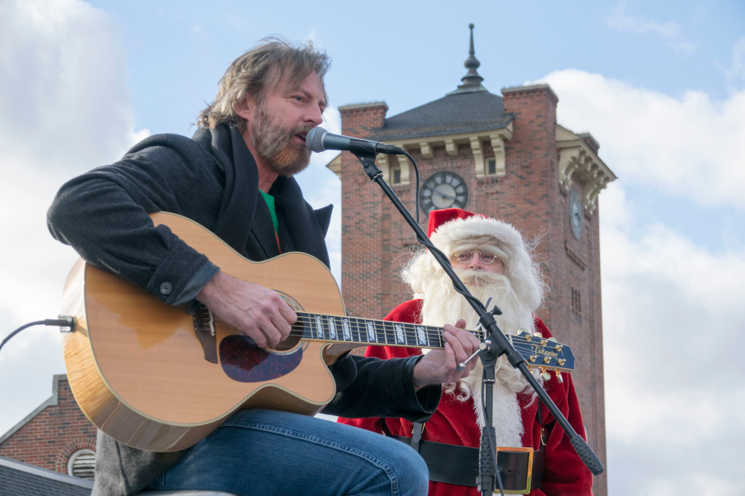 Darryl Worley on the Santa Train, Photo by Ed Rode