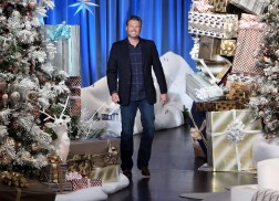Blake Shelton Plays the Elf for '12 Days of Giveaways' on 'Ellen'