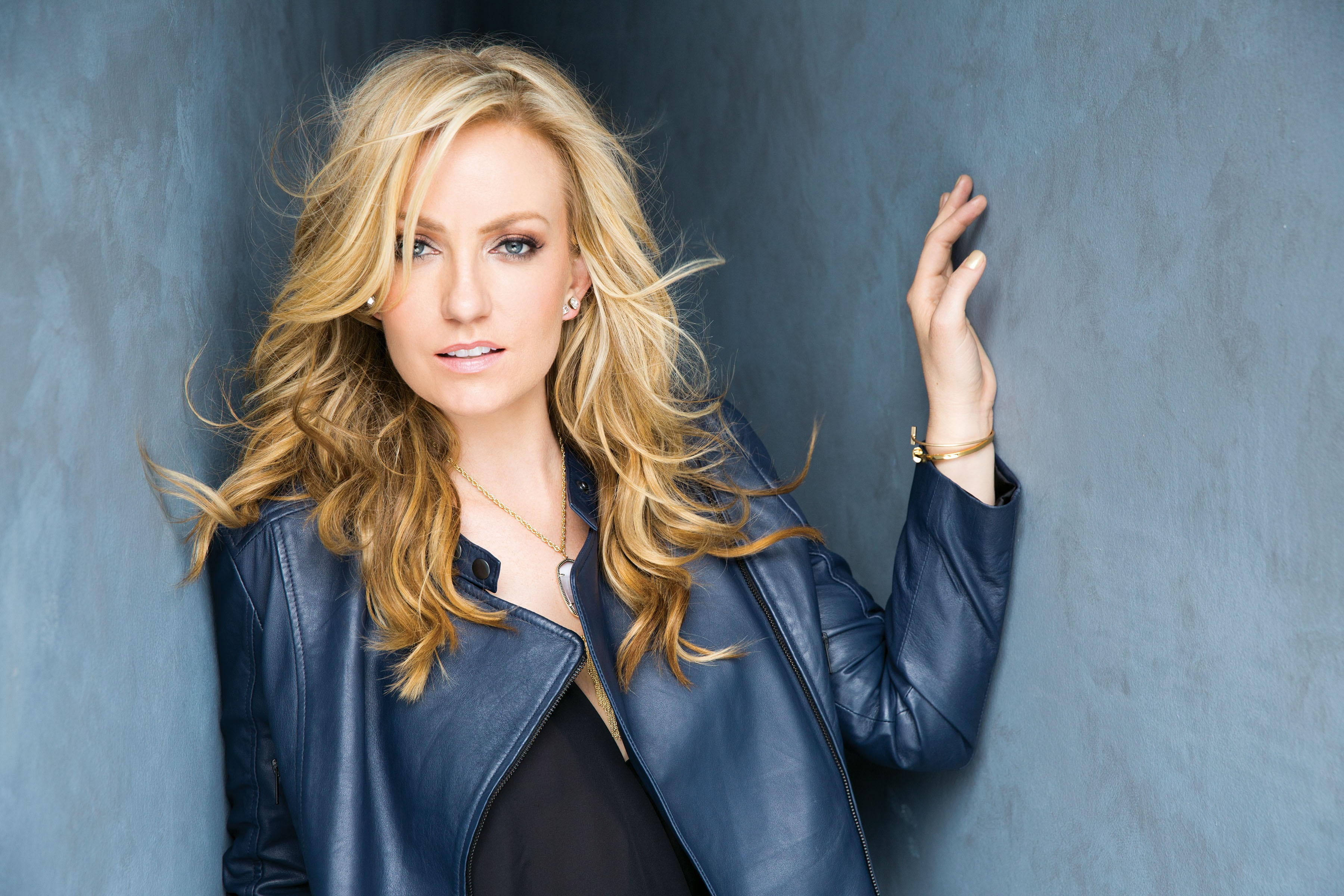 Clare Dunn; Photo courtesy MCA Nashville