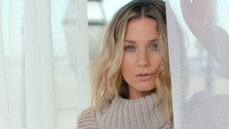 Jennifer Nettles Bids Farewell to Heartbreak in New Music Video