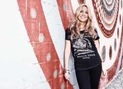 Lee Ann Womack's Version of  'Oh Come, All Ye Faithful' Will Give You Chills