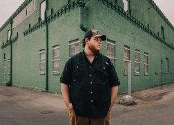 Luke Combs Covers Keith Urban's No.1 'Blue Ain't Your Color'