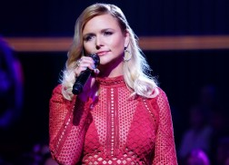 Get a Sneak Peek of Miranda Lambert on 'A Home for the Holidays'