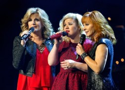 Listen to Reba, Kelly Clarkson, and Trisha Yearwood Sing 'Softly and Tenderly'