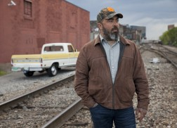 Aaron Lewis Honors Troops With New Song, 'Folded Flag'