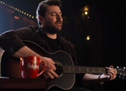 Chris Young Announces Folgers Partnership With $25,000 Contest