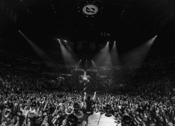Dierks Bentley Blazes Through Sold-Out Headlining Show in Nashville