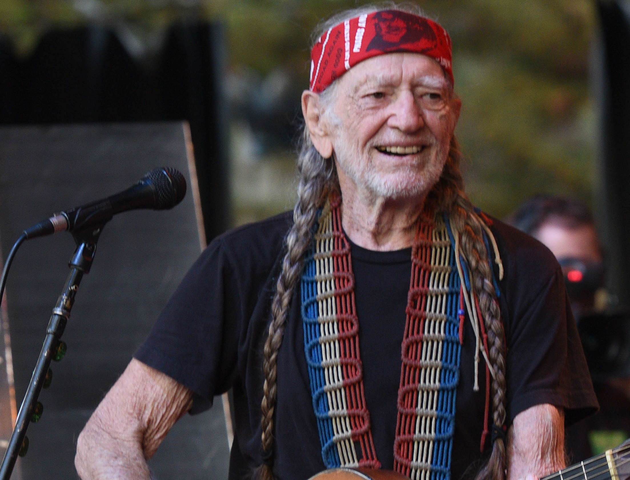 Willie Nelson Forced To Cancel Several Shows Due To 'a Bad Cold or the Flu'
