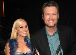 Blake Shelton Wins Big, Performs at People's Choice Awards